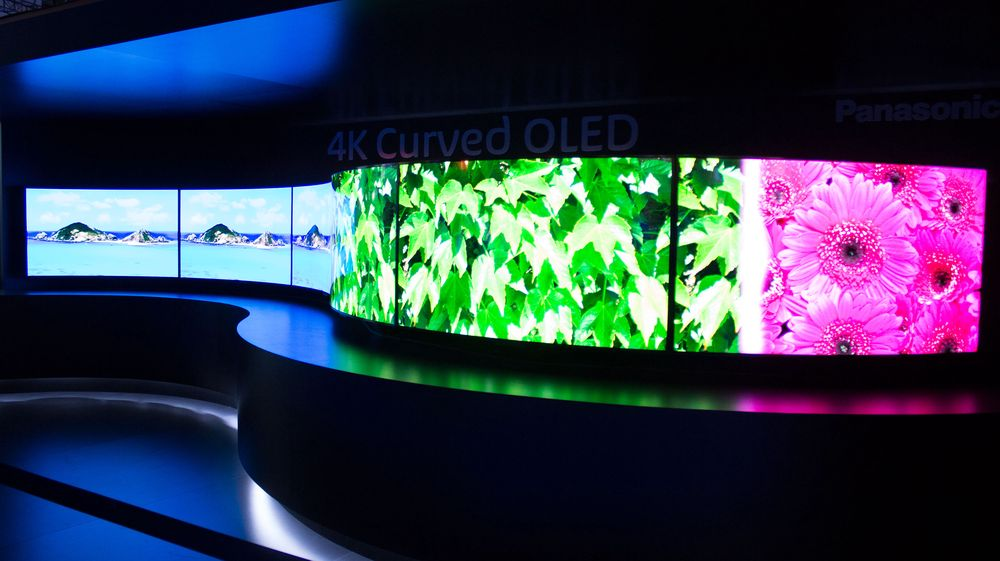 Panasonic gigantisk TV-vegg som består av en serie med 4K-OLED-TV-er.