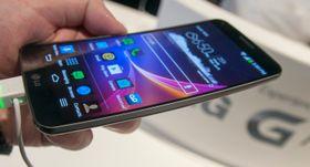 LG G Flex er den første telefonen med fleksibel skjerm som faktisk kan bøyes.