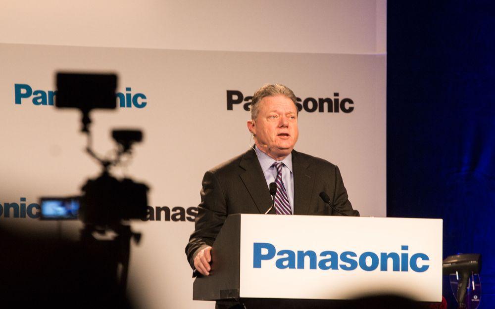 Joseph m. Taylor, Panasonics toppsjef i Nord-Amerika, på talerstolen under selskapets pressekonferanse.