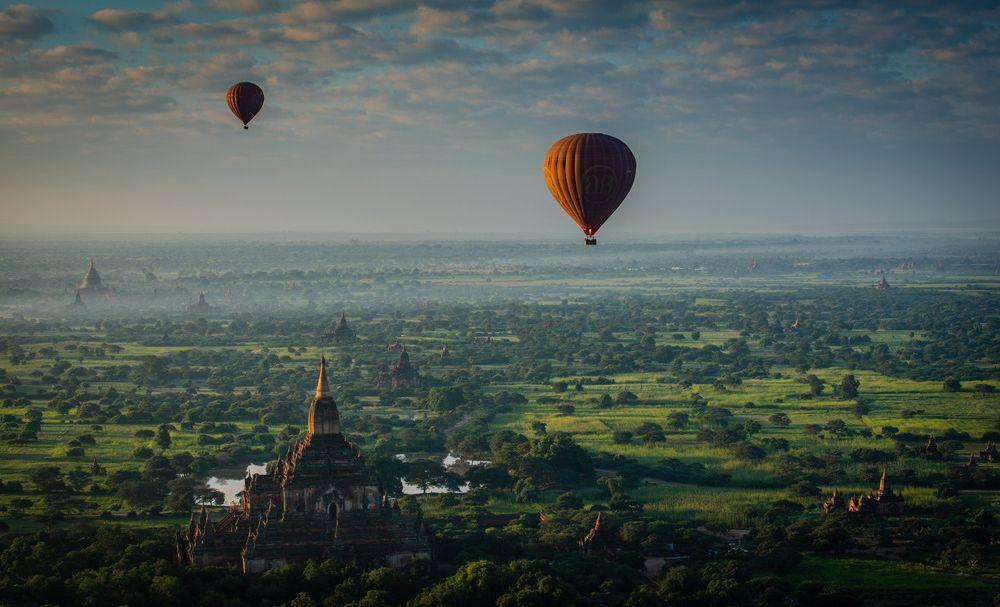 """""""Ballonger over Bagan""""."""
