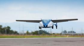 Her er bilflyet i luften.