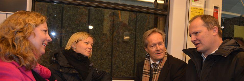 Telenor Norge-sjef Berit Svendsen, Byråd for miljø- og samferdsel, Guri Melby, Sporveien-sjef Cato Hellesjø og samferdselsminister Ketil Solvik-Olsen markerte at T-banen nå har fått seg et fullverdig mobilnett.