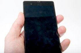 En Sony-skjerm uten plastfilmen på plass blir fort full av fingeravtrykk, som kan være vanskelige å fjerne.