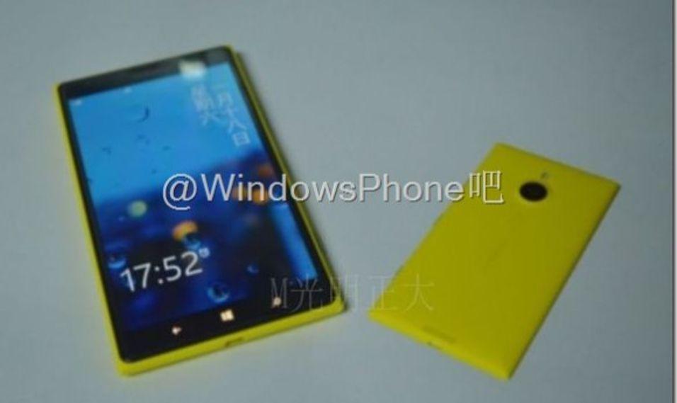 Her er størstemann Lumia 1520 ved siden av den langt mindre nykomlingen.