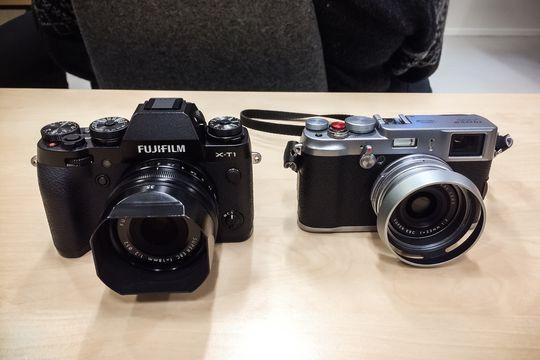 Fujifilm X-T1 ved siden av undertegnedes X100s.