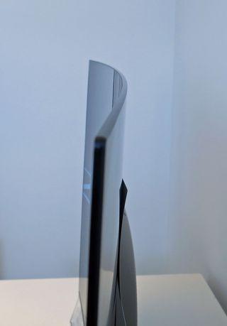 OLED-skjermen fra LG er svakt buet. .