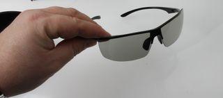 Dette er designbrillene som følger med LG 55EA980W. .
