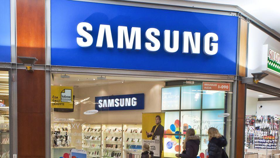 Samsung åpner 60 butikker i Europa i samarbeid med Carphone Warehouse. Her fra en Samsung-butikk i Litauen.