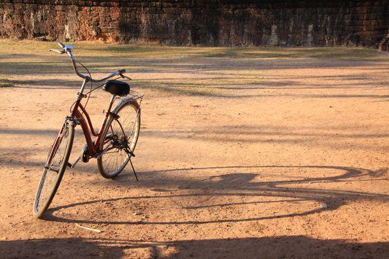 En eller to sykler? Å leke med skygger kan gi morsomme resultater.