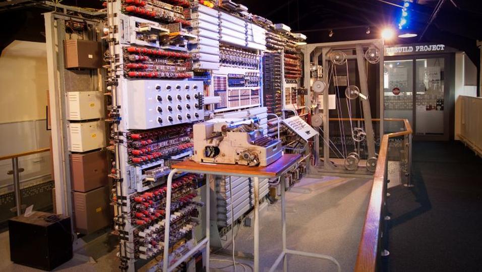 Dette er Colossus-kopien som står utstilt ved National Museum of Computing i England.