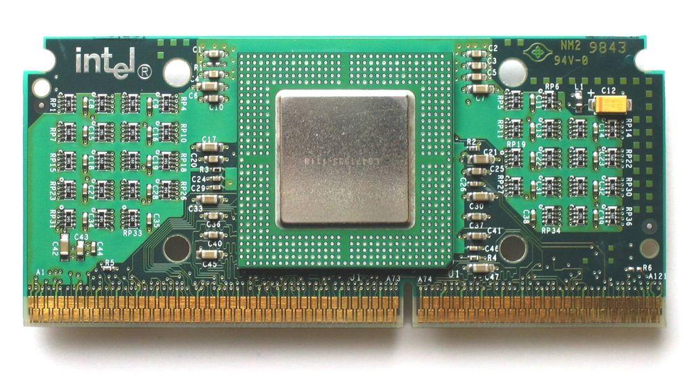 Intel Celeron 300A med Slot 1-sokkel.