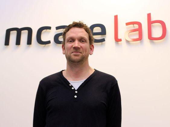 Ole Petter Fiskum i Mcare driver et av Europas fremste laboratorier for gjenoppretting av data fra mobiltelefoner. Nå blir tjenesten tilgjengelig også for private.
