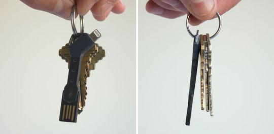 Her er ChargeKey på et nøkkelknippe både forfra og fra siden.