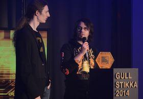 Simon Andersen (t.v) og Jo-Remi Madsen fra norske D-pad Studios fikk pris for sitt Savant Ascent.