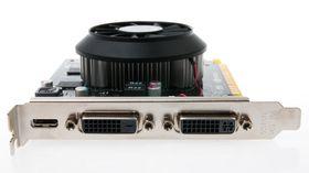En Mini DisplayPort og to DVI-utganger pryder den smale baksiden av GeForce GTX 750 Ti.  G-Sync støttes kun gjennom DisplayPort-utgangen.
