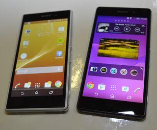 Sony Xperia Z1 til venstre. Nykommeren, Xperia Z2, til høyre.