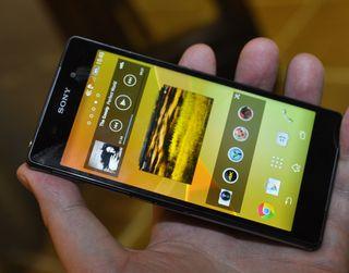Xperia Z2 har stereohøyttalere over og under skjermen. De spiller høyt og klart.