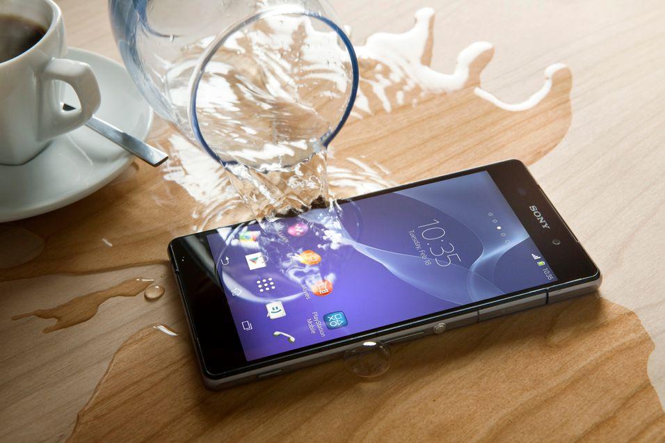 Sonys toppmodell tåler mer vann enn Samsungs