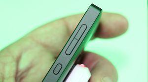 Nokia X er kanskje billig, men tynn er den ikke.