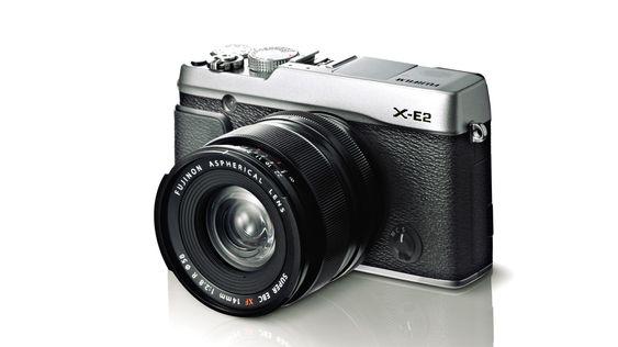 X-E2 er også tilgjengelig i fargen svart/sølv.
