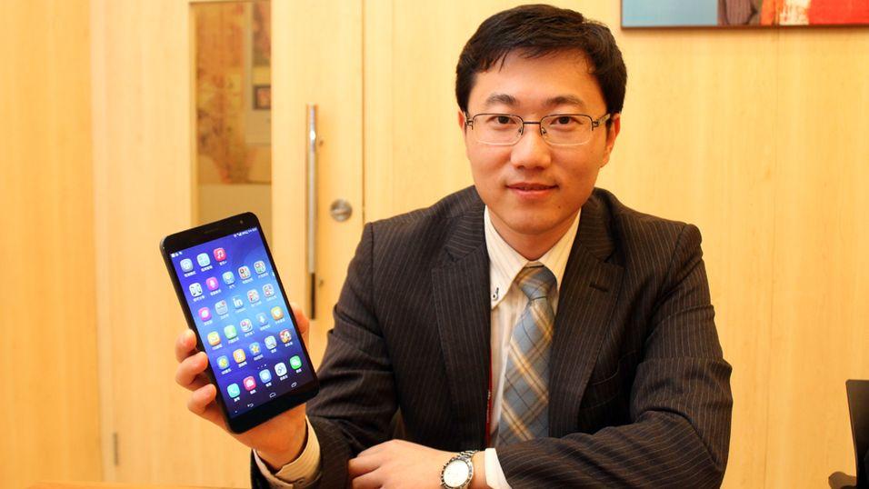 Jerry Huang, markedsdirektør i Huawei, viste frem MediaPad X1 under Mobile World Congress i mars i år.