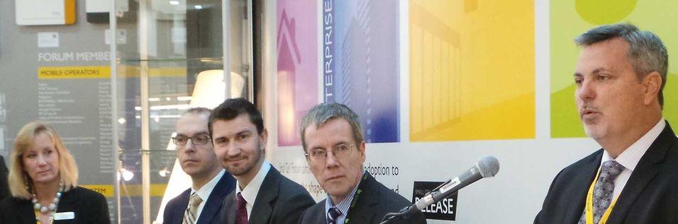 Gordon Mansfield (ttil høyre) leder Small Cell Forum og har også ansvaret for operatøren AT&Ts småcellevirksomhet. Han sier det er uproblematisk å bygge nett med ulike leverandører i makronettet ute og småcellenettet inne.
