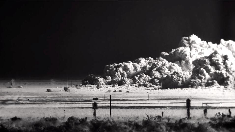 Se atombomben gå av