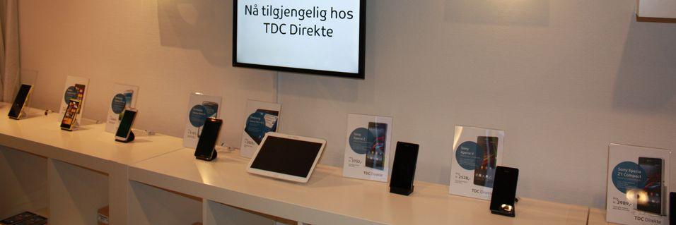 Her er noen av telefonene TDC selger via sin nettbutikk, og som står utstilt i visningerommet bak resepsjonen hos TDC i Nydalen.