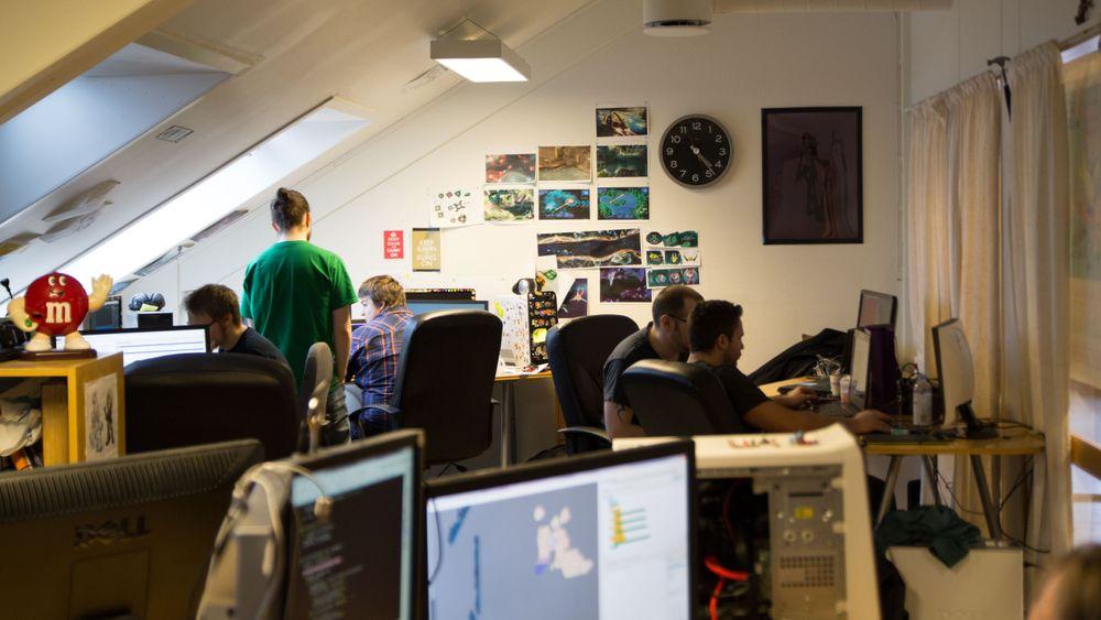 Ravn har for øyeblikket 10 faste ansatte, samt en rekke frilansere.
