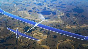 Illustrasjonsbilde av dronene som Facebook vil bruke til å sende Internett til bakken med lasere.