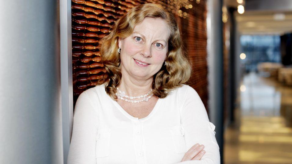 Administrerende direktør for Telenor Norge, Berit Svendsen, skal slanke vekk halvparten av staben for å gjøre plass til store investeringer.