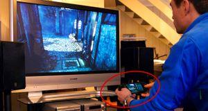 Her spiller vi storspill med lille PS Vita – trådløst