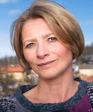Forbrukerombud Gry Nergård har varslet nærmere ettersyn med bredbåndsbransjens praksis på området. Hun er spesielt opptatt av problemer som følger av bindingstid.