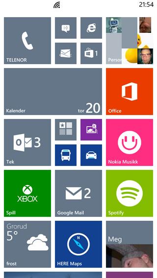 Windows Phone-hjemmeskjermeni vant stil. Firkantene kalles fliser, og kan vise deg oppdatert informasjon fra appene som hører til.