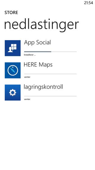 Vi forsøkte å forlate appbutikken under en oppdatering. Den fortsatte der vi slapp da vi kom tilbake. Windows Phone er fortsatt ingen kløpper på å gjøre mange ting samtidig.