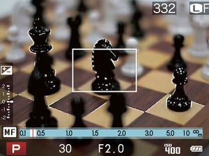 Focus peaking, her demonstrert i Fujifilm X20. Det hvite omrisset viser hvor fokus er.