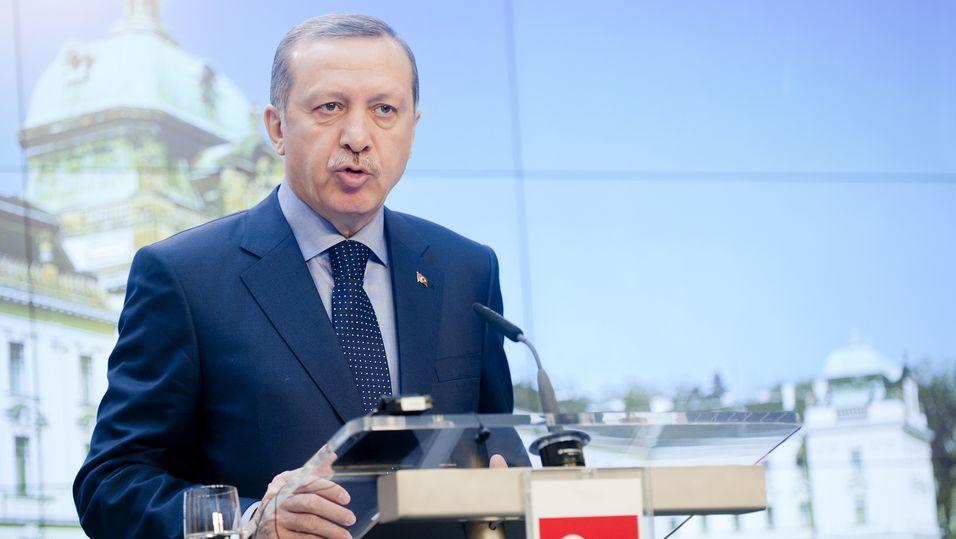 Arkivfoto. Tyrkias statsminister Recep Tayyip Erdogan under en pressekonferanse i Praha i Tsjekkia i februar 2013.