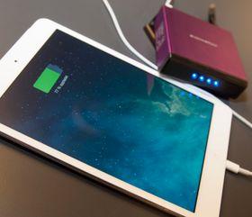 Har du en iPad Mini Retina skal Magic Cube kunne lade den halvannen gang. Med fulladet nettbrett, og powerbank, gir det deg rundt 25 timers brukstid.