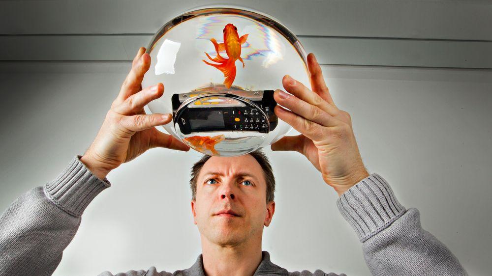 SAMLETEST: Vanntette mobiler strøk i ekstremtest