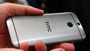 HTC One (M8) er en lekker mobiltelefon i metall.