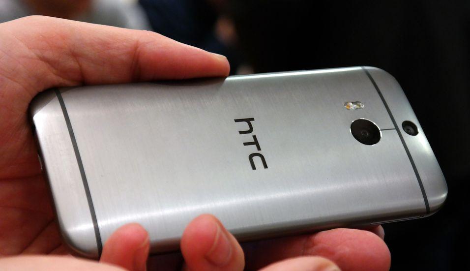 Det er ikke kjent hvordan HTC W8 vil se ut, men mange venter at den vil ligne på flaggskipet HTC M8.