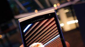 Lumigon T2 HD har selfie-kamera med lys.