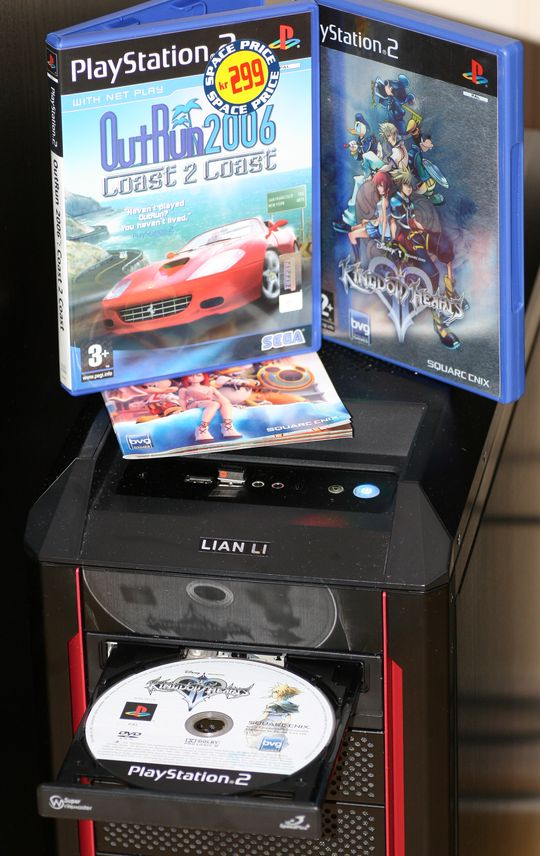 Spillene dine kan leses av med CD- eller DVD-ROM-en på PC-en din.