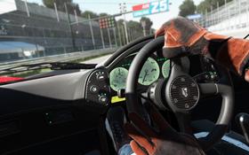 Med Sonys VR-briller kan du kikke rundt i kupéen i Project CARS.