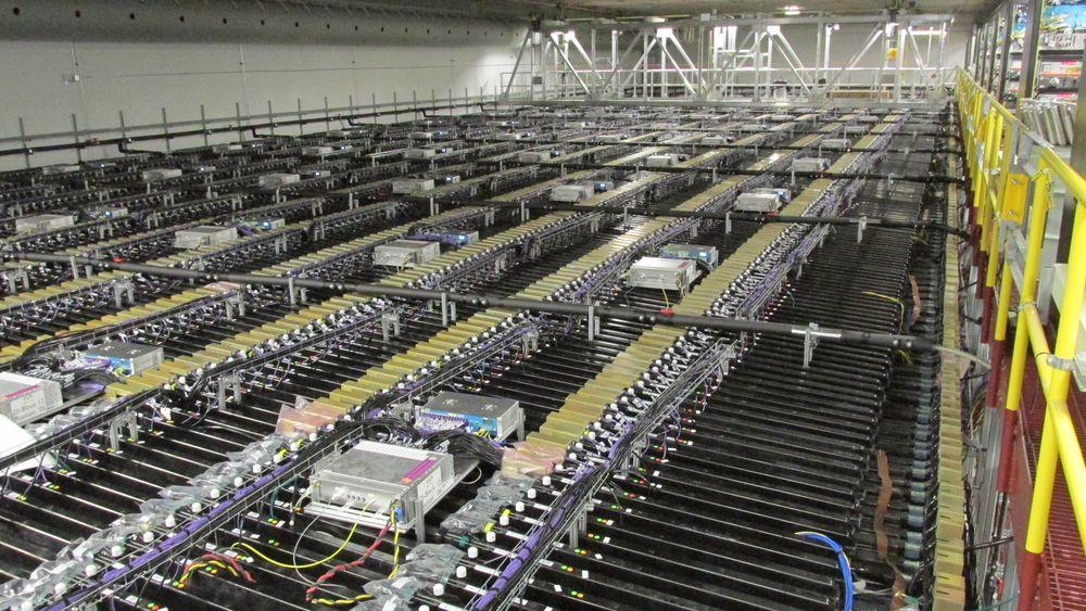 Slik ser den største av de to NOvA-detektorene ut ovenfra. 28 blokker av PVC-plast utgjør størstedelen av volumet, og vekten er hele 14 000 tonn når den er fylt med væske.