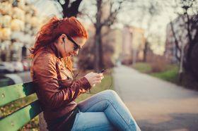 Mange strømmer musikk rett fra mobiltelefonen sin. Men musikken er sjelden ny.