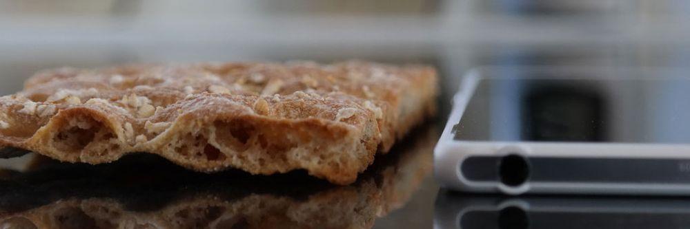 Nye Sony Xperia Z2 Tablet er atskillig tynnere enn et knekkebrød.