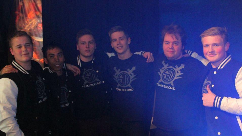 Team SoloMid virker fornøyde. Fra venstre QVOfred, youngbae, Lawbster, Zimpstar, Gamehunter, Trixtank.