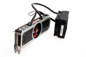 AMD Radeon R9 295X2, komplett med egen radiator.
