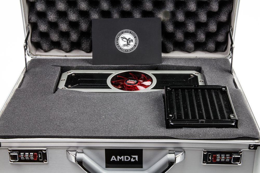 Et dobbeltkjernet Radeon-kort, komplett med både vifte og radiator, pakket i metallkoffert – en kunne nesten begynne å lure om AMD har fått noen tips fra Asus sin ROG-avdeling?